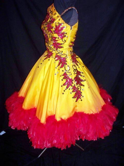 Винтажное платье для исполнения европейской программы