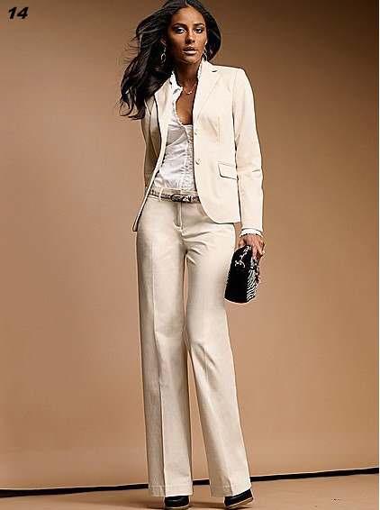 Лучшим решением будет выбрать белый женский костюм и это будет основным модним хитом в 2014 г