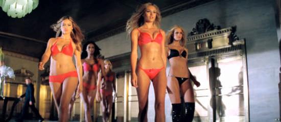 adriana-lima-candice-swanepoel-victorias-secret-christmas-commercial-2010
