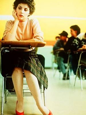 audrey_horne_seated_in_desk