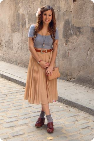 beige-straw-asos-bag-heather-gray-floral-urban-outfitters-socks-brown-madewe_400_thumb