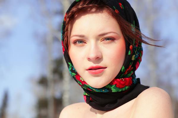 aliya-wolf-golaya-foto