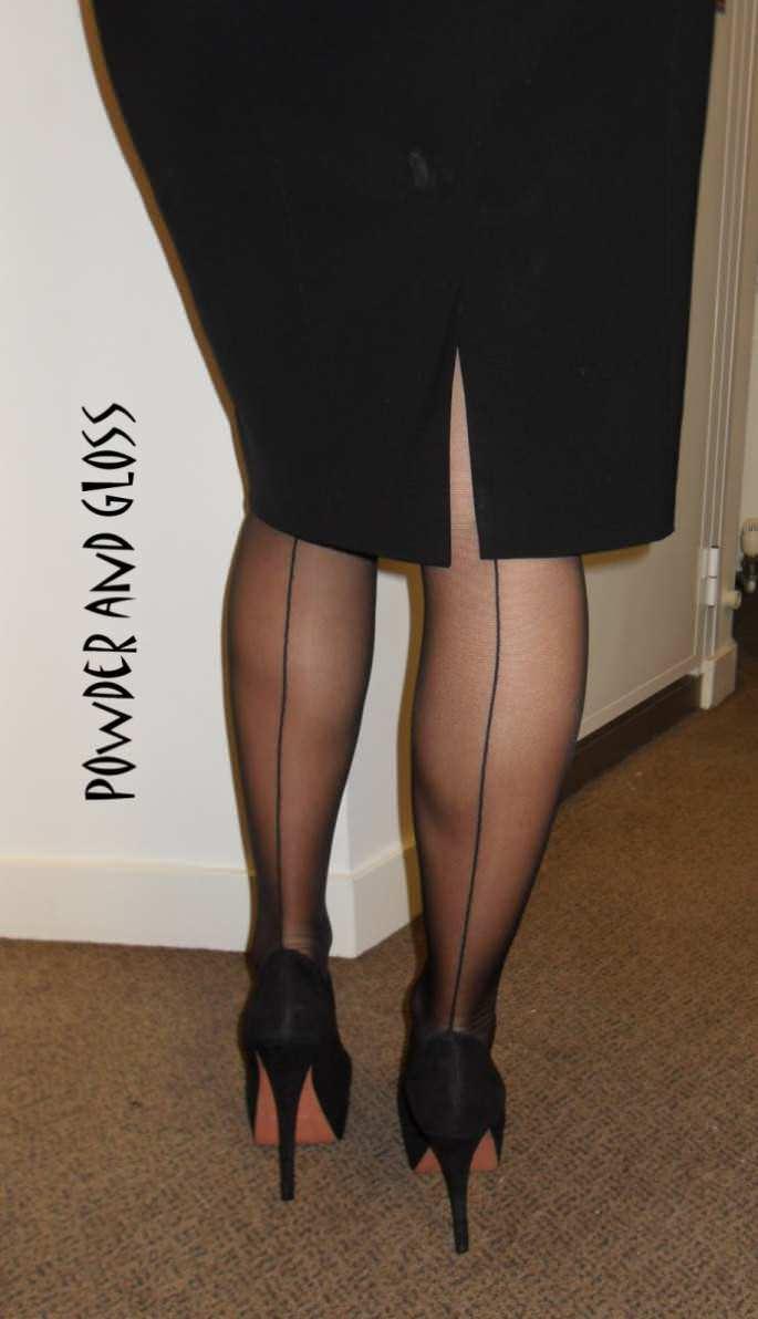 Узкие короткие юбки у телок 15 фотография
