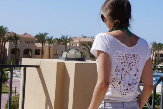 Ажур на футболке: история одной переделки