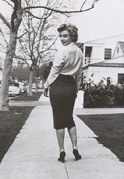 marilyn-monroe-pencil-skirt