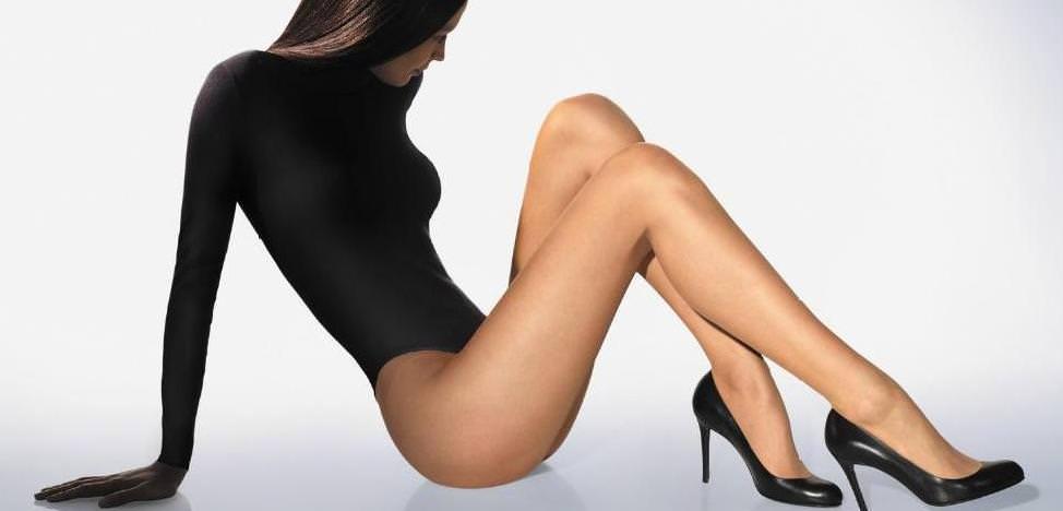 Фото колготки между ног под юбкой телесного цвета
