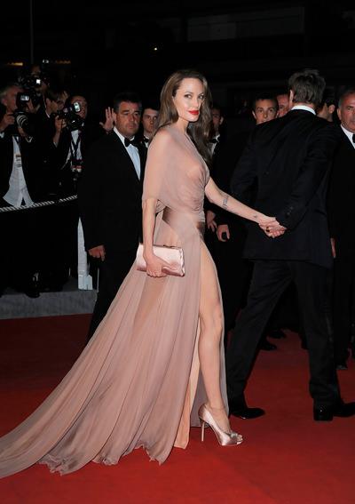 Angelina-Jolie-v-vechernem-platie