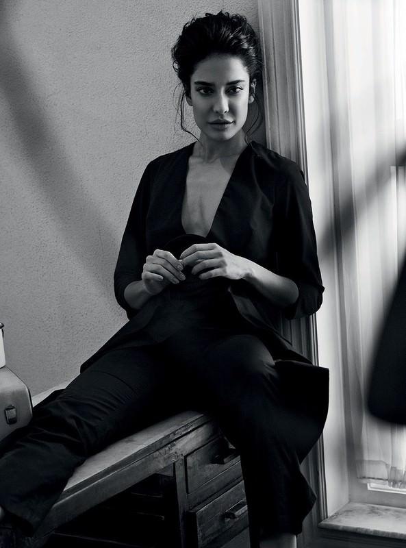 Lisa Haydon By Bikramjit Bose In Harper's Bazaar India June 2016