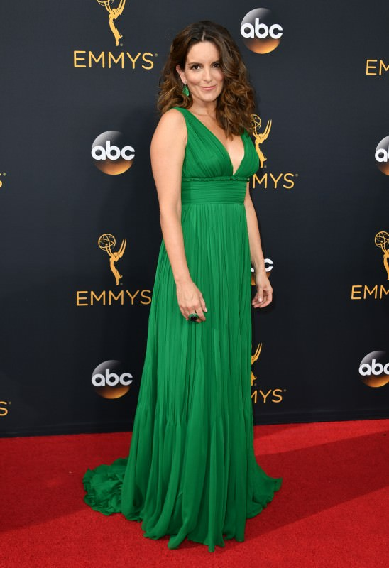Emmy  Awards 2016 рассматриваем звездные платья