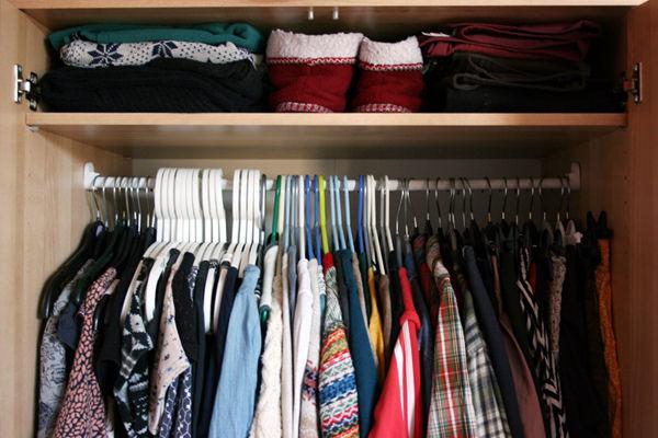 Размусориваем шкаф наводим порядок одежда