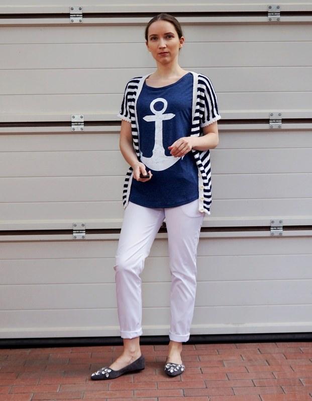 Идеи как носить синюю базовую футболку