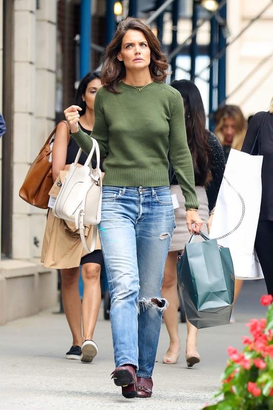 Кэти Холмс свитер и джинсы