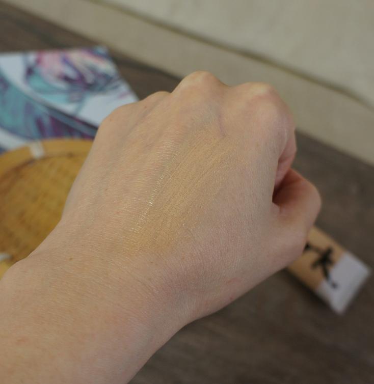 Матирующий тональный флюид Идеальный тон от Avon Mark