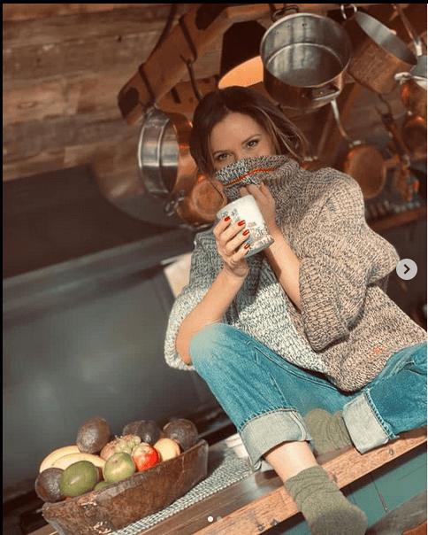 Виктория Бэкхем свитер